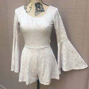 Sz S Confetti Beige Romper With Bell Sleeves